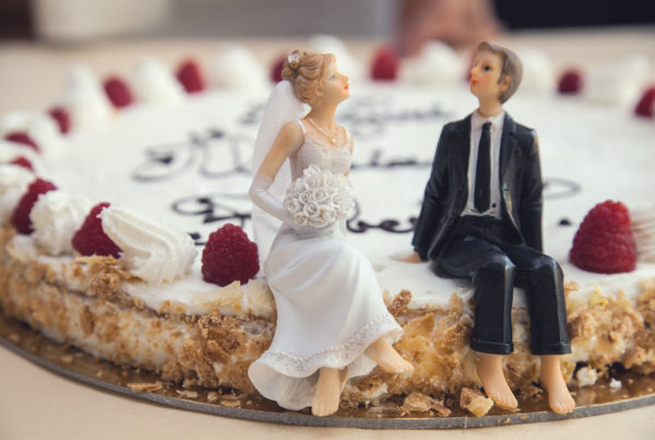 bride-cake-ceremony